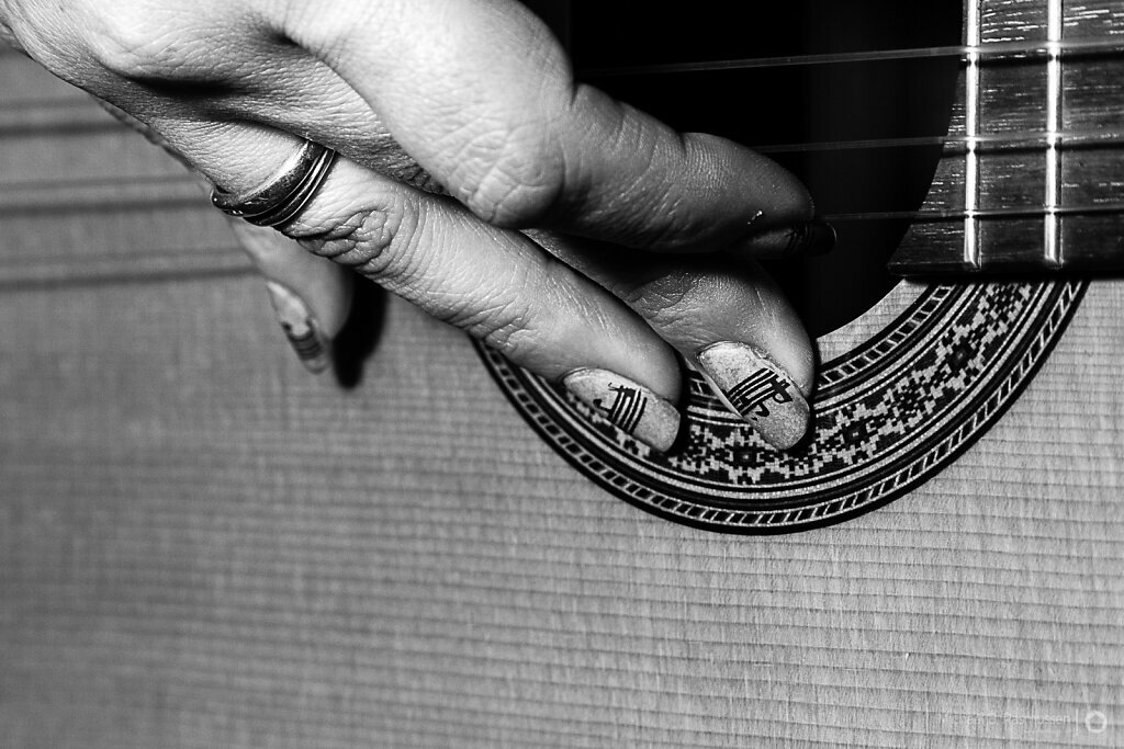 The nail artist and her Spanish guitar